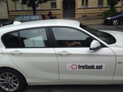Auto mit Freifunk-Magnetschild zur GPN16